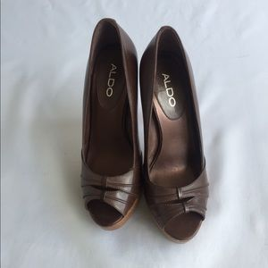 ALDO Women's brown leather peep toe pumps Size 7